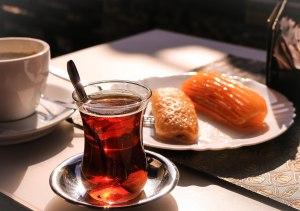 Tee und Gebäck in Mostar