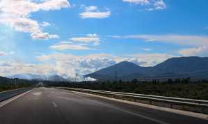 griechische Autobahn zur Rushhour - bei uns ist am autofreien Sonntag mehr los