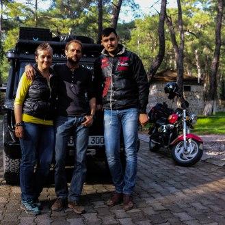 Aykut zeigt uns den Weg per Motorrad