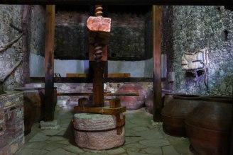 historische Weinpresse in Omodus