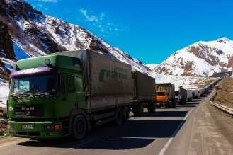 LKW Stau auf dem Georgian Military Highway
