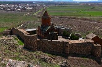 Khor Virap (Armenien) im Hintergrund die Grenze zur Türkei