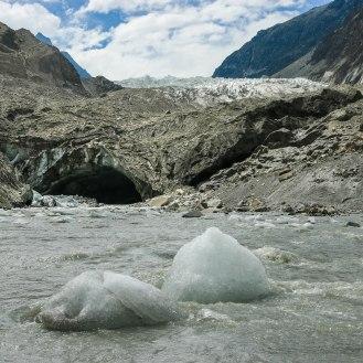 Gletschertor Passu Glacier