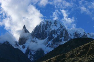 Ladyfinger am Massiv des Ultar Peak