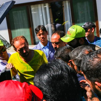 an Mercedes-Benz interessierte Mitglieder des Jeep Club Muzzafarabad