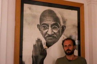 Gänsehaut vor dem Konterfei Gandhis