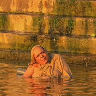 Gläubige kommen zum Sterben nach Varanasi