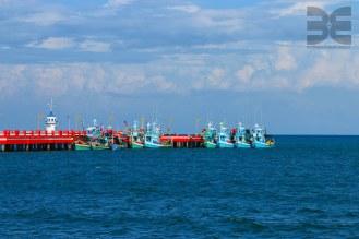 'FIschfangflotte' in Strand von Prachuap Khiri Khan