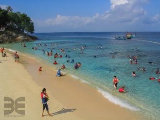 Asiaten beim Schnorcheln im Marine Park
