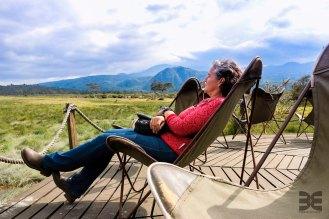 relax - im Hintergrund der Mt. Meru